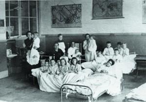 teachers_tend_to_children_sick_with_spanish_flu_at_college_la_salle_in_thetford_mines_que._photo_-_centre_darchives_de_la_region_de_thetford._donateur_-_juliette_dallaire